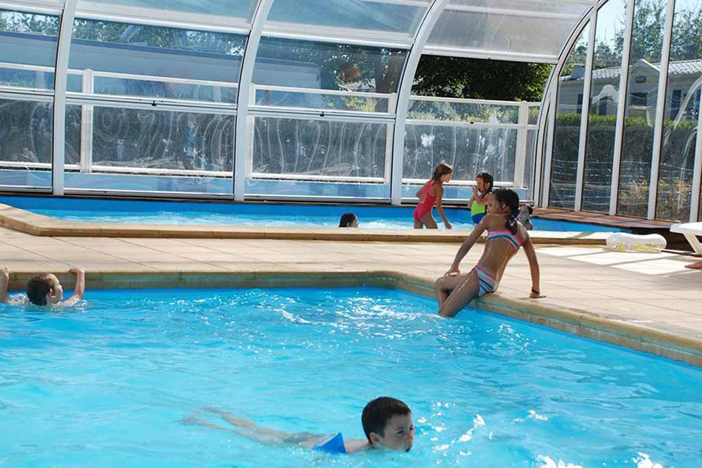 piscine couverte chauffee camping damgan